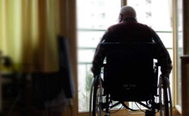 """קשישים תקועים בבית: """"רוצה לראות את הים, כבר שכחתי (צילום: AP)"""