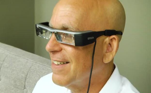 אפליקציית משקפיים של אפסון (תמונת AVI: יעל אלפנבאום, NEXTER)
