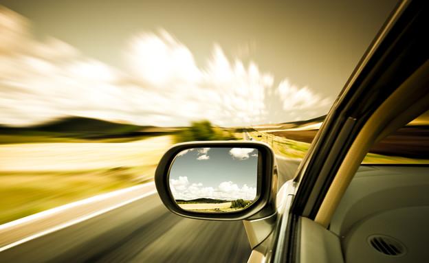 מכונית בשקיעה (צילום: אימג'בנק / Thinkstock)