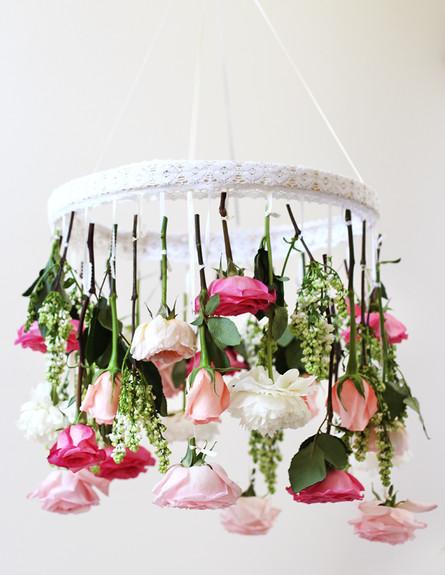 שנדליר של פרחים 5 בעיצובה של ERICA העורכת של האתר Honestly WTF