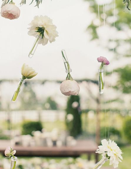 קישוטי סוכות, פרחים בכניסה לסוכה מתוך  uffled blog