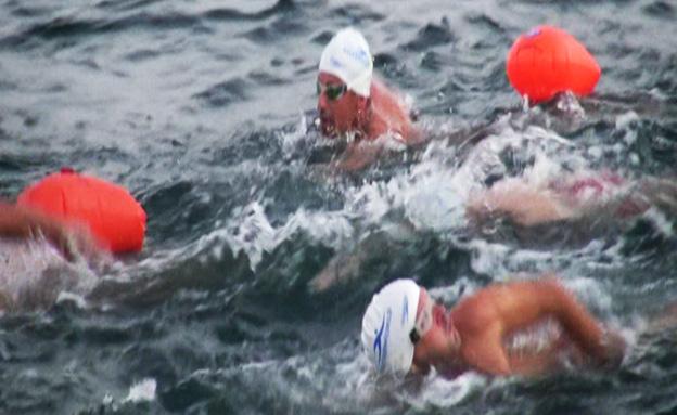 שחיינים שוברים שיא בקפריסין (צילום: חדשות 2)