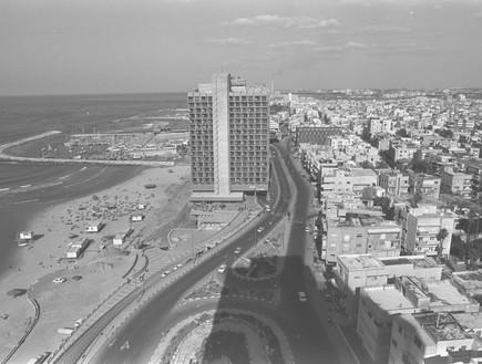 צילום פנורמי של חוף תל אביב 31.12.1980