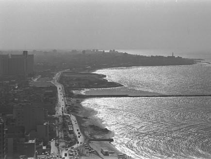 קו חוף תל אביב יפו ממלון שרתון 21.01.1980