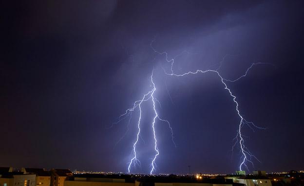 ברקים בשמי הארץ (צילום: אלי באסרי)