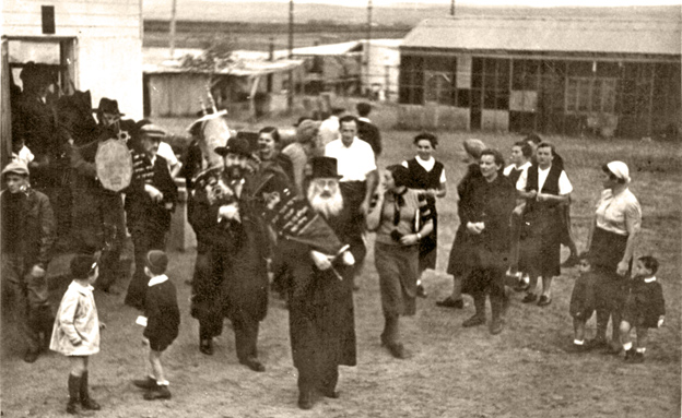 הקפות בפתח תקווה, 1939 (צילום: SAIMI , מתוך אתר פיקיוויקי)