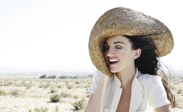 אישה במדבר (צילום: Eye Candy Images, Thinkstock)