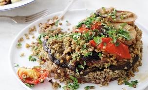 מקלובה פריקה עם חצילים ועגבניות. גם חובבי בשר יהנו (צילום: דניה ויינר, על השולחן)