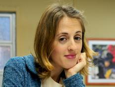 ויקי המזכירה לעמוד דמות (צילום: רועי ברקוביץ')