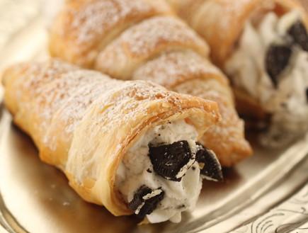 קונוסים במילוי פודינג וניל ועוגיות (צילום: חן שוקרון, אוכל טוב)