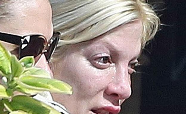טורי ספלינג בוכה