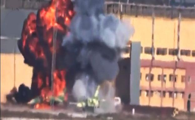 פיצוץ מטוסי קרב על המסלול בחאלב (צילום: רויטרס)