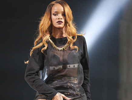 ריהאנה בהופעה בניו יורק מאי 2013 (צילום: Mike Lawrie, GettyImages IL)