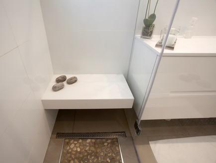 אלינור קלדרון, מקלחון