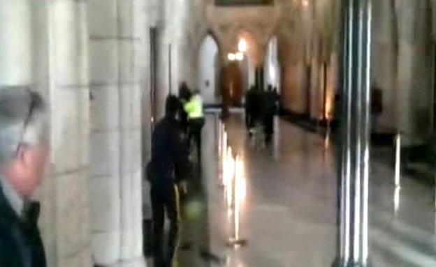 תיעוד הירי בפרלמנט (צילום: מצלמות אבטחה)