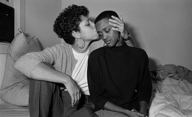 Stephanie and Monica, Boston, MA, 1987 (צילום: Sage Sohier 2014)