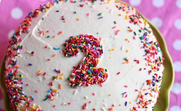 עוגת יום הולדת עם מספר (צילום: מתוך הבלוג littlelifeofmine.com)