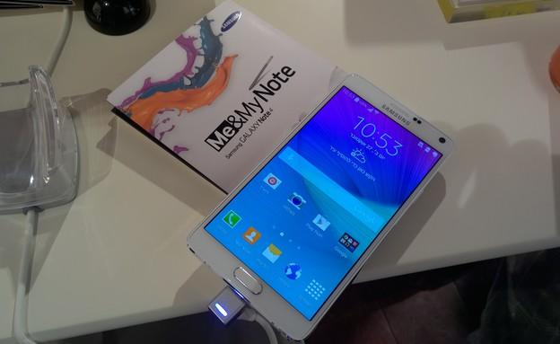 הפאבלט Galaxy Note 4 של סמסונג עם ממשק בעברית (צילום: יאיר מור, NEXTER)