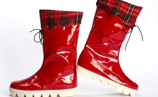 מגפיים- מגפיים אדומות של נעלי מרקו (צילום: דן-יה שוורץ)