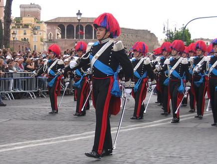 המשטרה האיטלקית (צילום: Cracked.com)