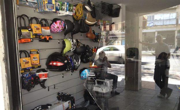 אחת מהחנויות שנפרצו (צילום: חדשות 2)