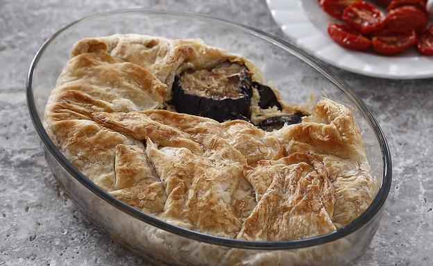 מאפה בצק עלים וחצילים  (צילום: אפיק גבאי, אוכל טוב)