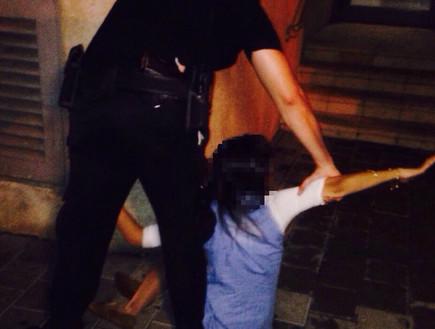 מעצר החשודה בסיוע לפדופיליה הערב (צילום: יניב שמואלי, אנשים)