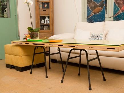 שדרוגים, קיר מסגרות ושולחן דלת, עיצוב אדריכלית רחל