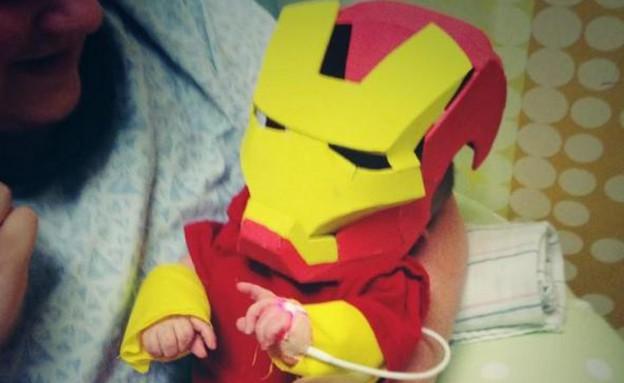 תחפושת איירון מן לתינוק פג (תמונת AVI: youtube)