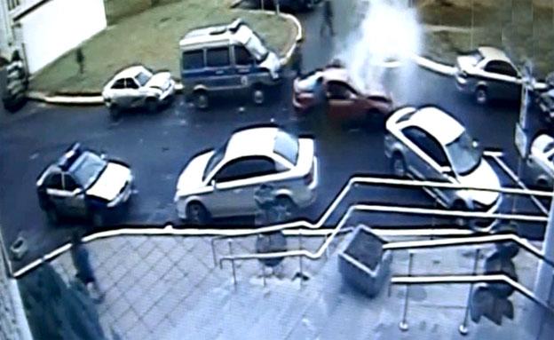 התאונה כפי שנקלטה במצלמת אבטחה (צילום: חדשות 2)