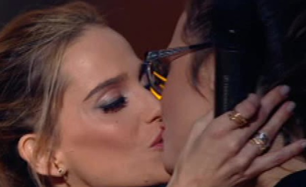 הנשיקה של רותם וקרן (תמונת AVI: מתוך הכוכב הבא, שידורי קשת)