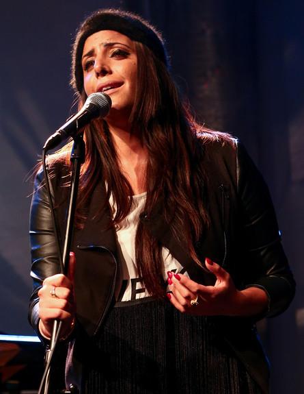 נסרין קדרי בהופעה