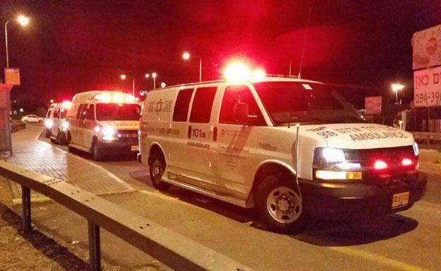 האמבולנסים התקשו להיכנס, אמש (צילום: חדשות 2)
