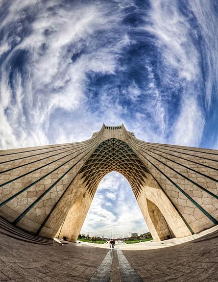 מסגדים באיראן, The Azadi Tower (צילום: מתוך הפייסבוק של Mohammad Reza Domiri Ganji)
