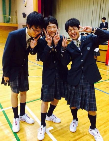 """""""יום שינוי מין"""" בתיכון ביפן (צילום: מתוך טוויטר)"""
