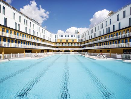 הבריכה במלון Molitor פריז