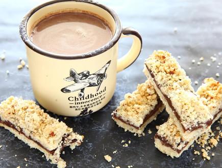 חיתוכיות עם ממרח שוקולד, ריבת תות ושטרויזל  (צילום: לירון אלמוג, השחר העולה)