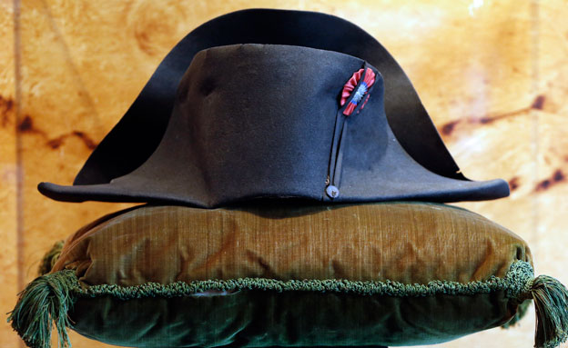 כובע יד שלישית, מקיסר (צילום: רויטרס)