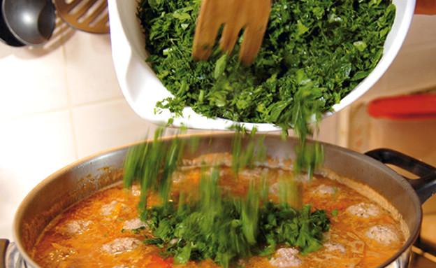 מרק צ'ורבה (צילום: אילן נחום, אוצר מאכלי העדות, על השולחן)