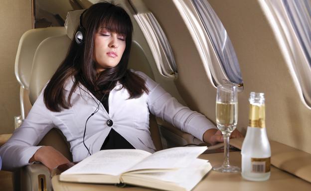 נוסע במטוס (צילום: אימג'בנק / Thinkstock)