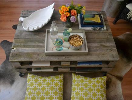 שולחנות קפה עשה זאת בעצמך, שולחן לוחות עץ (צילום: thepoorsophisticate.blogspot.co)