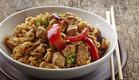 נודלס ירקות ורצועות עוף מוקפצות (צילום: Magone, Thinkstock)
