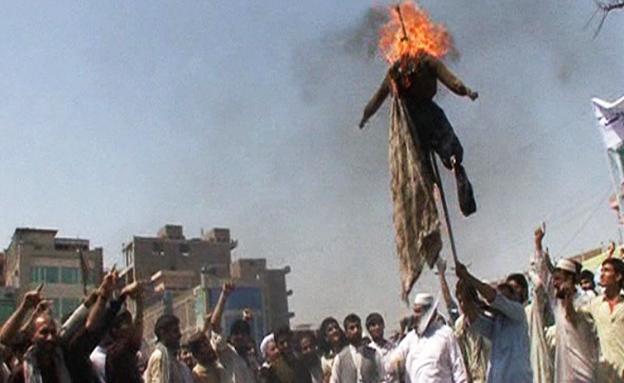 """""""השתתפתי בהוצאות להורג ושרפתי דגלים"""""""