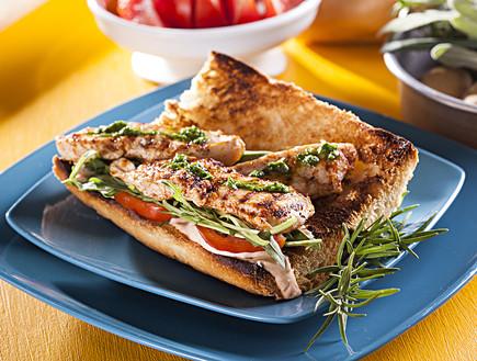 סנדוויץ' חזה עוף משודרג (צילום: אפיק גבאי, אוכל טוב)