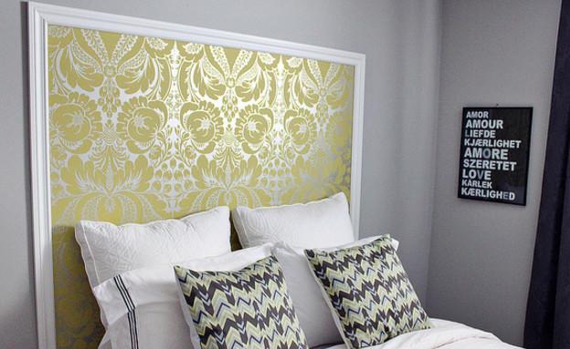 שדרוג בעזרת טפטים טפט שניתן להחליף בקלות יוצר גב מיטה (צילום: justbellablog.com)