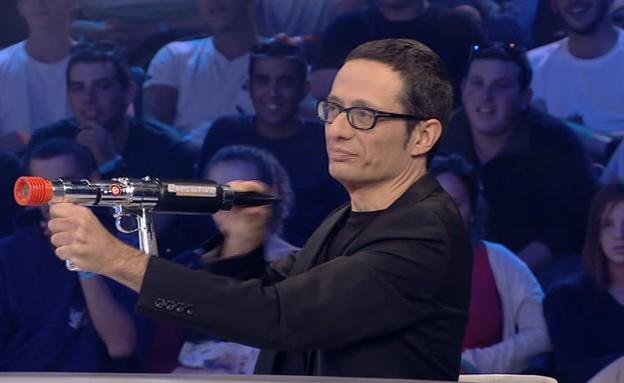 אקדח המרשמלו של מועדון לילה (תמונת AVI: מתוך מועדון לילה, שידורי קשת)