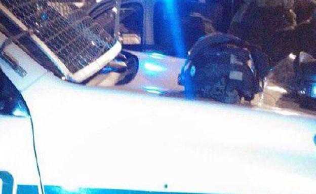 הניידת שנפגעה (צילום: קובצת תקשורת ירושלים ועוטף)