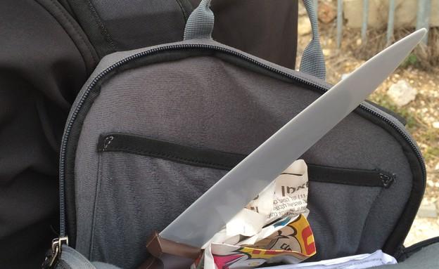 סכין בתוך תיק - האוניברסיטה העברית (צילום: אלינור פוקס)