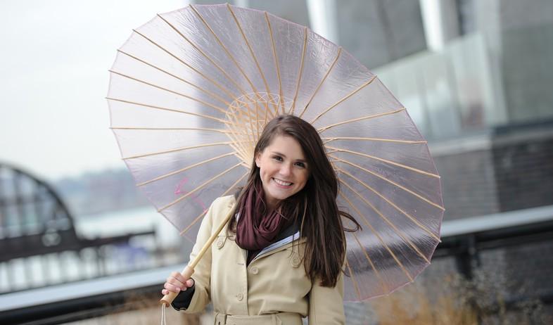 מטריות - מטריה שקופה בהשראת שמשיות עץ   (צילום: thebrelli.com)