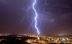 ברקים, רעמים - וגשם כמעט ללא הפסקה (צילום: אייל מס)